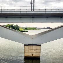 Moerdijkbruggen, Hollands Diep